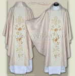 OG-HM-IHS-5 WHITE/GOLD BROCADE GOTHIC CHASUBLE
