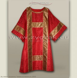 DS-ROZ-GT RED SEMI-GOTHIC DALMATIC